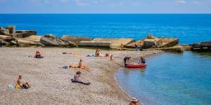 Безлюдный пляж в Симеизе