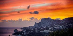 Гора Кошка и вечерний Симеиз