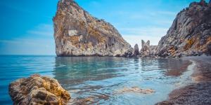 Скала Дива на пляже в Симеизе
