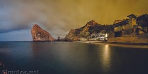 Панорама скалы Дива и ночной пляж