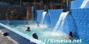 Бассейны с водопадами а аквапарке