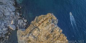 Над скалой Дива
