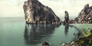 Цветное фото скалы Монах