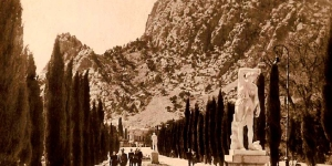 Первые статуи кипарисовой аллее