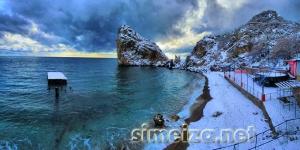 Пляж под скалой Дива зимой