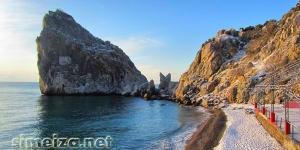 Пляж у скалы Дива зимой