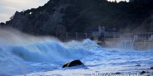 Пляж и шторм в Симеизе