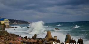 Накаты волн в Симеизе во время шторма
